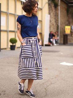 Mêlant pragmatisme, harmonie de teintes et féminité subtile, cette tenue a tout bon !