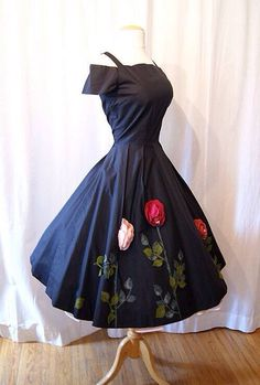 ON Hold Rare black new look summer party dress 3 dimensional felt… Image Fashion, Look Fashion, Fashion Models, Pretty Outfits, Pretty Dresses, Beautiful Outfits, Fall Outfits, 50s Dresses, Vintage Dresses