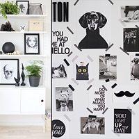 Lekent familiehjem i svart-hvitt