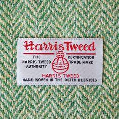 harris tweed - Căutare Google globul harris tweed decorat cu 13 geme si incununat de o cruce malteza.