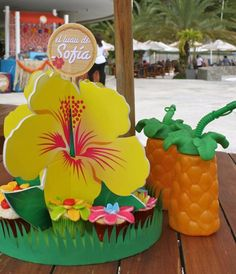 Decor and Treats at a Luau Party #luau #party