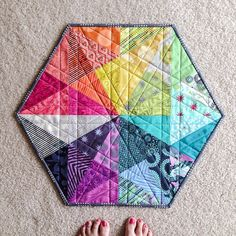 How amazing is this Prismatic Medallion by Robert Kaufman?? Tutorial included