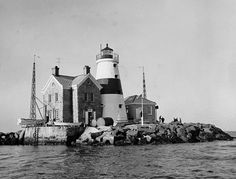 Execution Rocks Lighthouse, New York, United States - Tying the rebels to the pier, all that was left was to wait for the tide to come in and finish the job. The dead were left where they were tied, and new prisoners were occasionally driven to madness when they saw what their fate would be.
