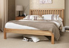 The Thornton bed frame is crafted from solid white oak farmed from a sustainable source and features a traditional style with an attractive slatted headend design.