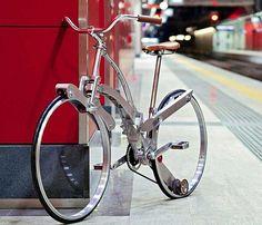 スポークもハブもない折り畳み自転車「Sada Bike」