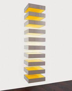 Donald Judd. Sobre la materialidad de los objetos. La repetición de un elemento conforma la obra completa y su dimensión sólo está condicionada por las dimensiones del lugar donde se expone.