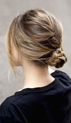 Idée Coiffure : Description Chic style – braided bun, hairstyle inspiration fr.pinterest.com/… - #Coiffure https://madame.tn/beaute/coiffure/idee-coiffure-chic-style-braided-bun-hairstyle-inspiration-fr-pinterest-com/