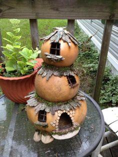 Gourd art enthusiasts images posted by gooseberry lane at 10 48 am Fairy Garden Houses, Garden Art, Garden Design, Garden Tips, Garden Ideas, Decorative Gourds, Hand Painted Gourds, Gourds Birdhouse, Fairy Doors