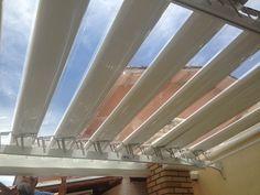 Churrasqueira com Cobertura Abre e Fecha de cliente localizado no City Jaraguá. O sistema abre e fecha permite facilidade e fácil adaptação à luminosidade.