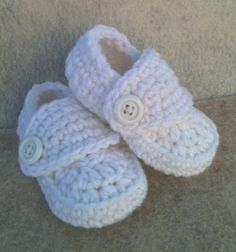 Crocheted Baby Boy Loafer Booties in White от SoBebelicious, $14.99