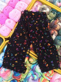Een klant uit Houten maakte deze prachtige sjaals, ze maakte er eerst ééntje en nu wil iedereen een sjaal van haar 👍  Gebruikt garen Alize flower: https://www.de-wolman.nl/wol/fantasiewol/flower