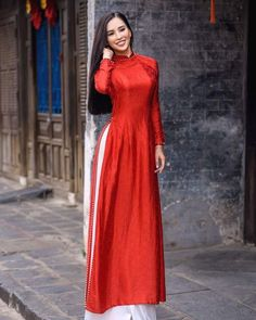 tieuvy at DuckDuckGo Vietnamese Traditional Dress, Vietnamese Dress, Traditional Dresses, Ao Dai Modern, Floral Embroidery Patterns, Clothing Hacks, Asian Woman, Balmain, Cool Style