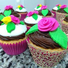 """71 curtidas, 3 comentários - Cake Magia (@cakemagia) no Instagram: """"E tem mais cupcakes... esses foram especiais para o dia das mulheres.. 😍😍"""""""