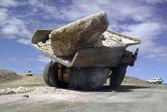 Resultados de la Búsqueda de imágenes de Google de http://johns-jokes.com/afiles/images/saw-overloaded-lorry-003.jpg