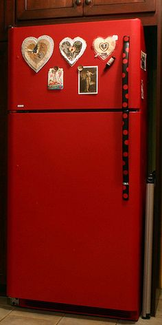 i want to do this to my fridge. Red Refrigerator painted and sealed by Linda Cordy Refrigerator Makeover, Paint Refrigerator, Painted Fridge, Red Kitchen, Kitchen Redo, Vintage Kitchen, Vintage Fridge, Kitchen Ideas, Painting Appliances