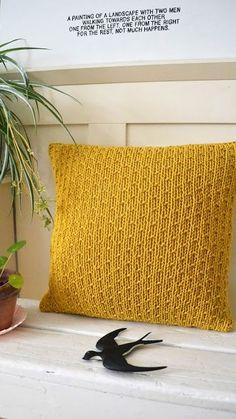 Kijk wat ik gevonden heb op Freubelweb.nl: een gratis breipatroon van Ingthings om dit mooie gebreide kussen te maken https://www.freubelweb.nl/freubel-zelf/gratis-breipatroon-kussen-3/
