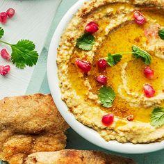 Hummus smaker både mildt og eksotisk, og på 10 minutter har du en skål med kremaktig kikertpuré som passer både som tilbehør til grillmat eller dipp.