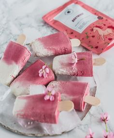 These dairy-free popsicles are the perfect refreshing treat for summer! They take less than 10 minutes to prepare and we are positive the whole family will enjoy them.  Ingredients: (makes 6 popsicles)  200g soaked cashews 500ml cold coconut cream 4-5 tbsp maple syrup 3/4 tsp vanilla Unicorn Superfoods Beetroot Powder to taste Vegan Dessert Recipes, Delicious Desserts, Cooking Recipes, Rainbow Smoothies, Beetroot Powder, Smoothie Bowl, Coconut Cream, Creative Food, Popsicles