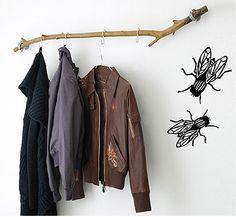 Look! A Coat Rack from a Branch – Coat Hanger Design Diy Coat Rack, Coat Hanger, Coat Hooks, Tree Branch Decor, Tree Branches, Branch Curtain Rods, Trendy Tree, Logs, Wardrobe Rack