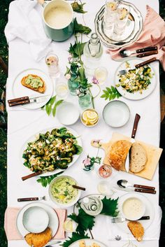 Garden diner, broccoli quinoa salad, almond and zucchini soup, pea spread and gin tonic with hibicus