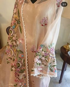 Embroidery Suits, Embroidery Designs, New Punjabi Suit, Desi Clothes, Embroidered Tunic, Indian Dresses, Kurti, Designer Dresses, Pattern Design