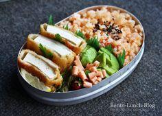 Bento Lunch Blog: Bento #157: Panierter Sesam-Tofu, Tomatereis und Avocado
