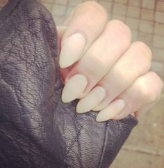 Can't go wrong with nude nails, in love the almond shape.