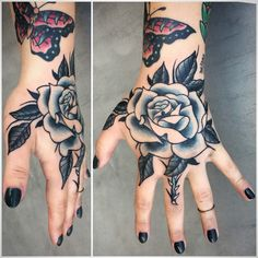 Black and grey rose hand tattoo by Andrea Revenant Hand And Finger Tattoos, Finger Rose Tattoo, Hand Tattoos For Women, Skeleton Tattoos, Tattoos Skull, Sleeve Tattoos, Feather Tattoos, Tattoo Life, Traditional Rose Tattoos