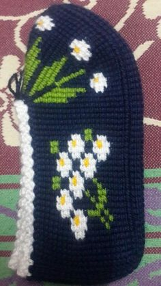 This Pin was discovered by gul Tunisian Crochet, Knit Or Crochet, Knitted Slippers, Leg Warmers, Crochet Projects, Diy And Crafts, Crochet Patterns, Cross Stitch, Beanie