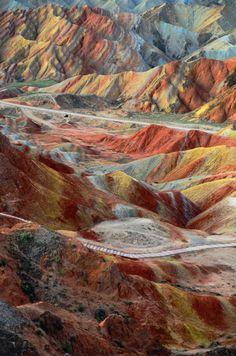 Zhangye Danxia rock formations, Gansu | China (by Melinda)  Source: Flickr / chanmelmel