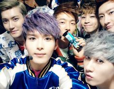 Ryeowook takes an unintentional group photo of Super Junior-M
