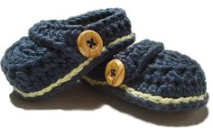 Hey, I found this really awesome Etsy listing at https://www.etsy.com/listing/103993345/crochet-baby-booties-baby-boy-slippers