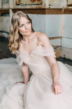 Romantic and elegant wedding off the shoulder wedding dress inspired by old world elegance paired with a minimalist romantic feel. Complete with vintage blush and blue accents, this feminine bridal photography is bound to inspire any modern bride. #modernbridalinspiration #minimalistbridalstyle #modernminimalistbride #vintageweddingphotography