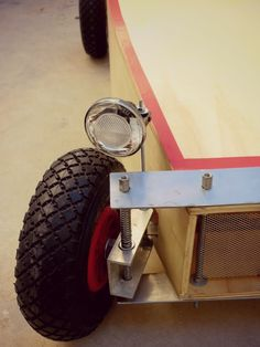You could use leaf springs for the flat steel so it works as the suspension instead of that spring above the spindle. Projects For Kids, Wood Projects, Woodworking Projects, Wood Car, Brushless Motor Controller, Soap Box Cars, Radio Flyer, Karting, Pedal Cars