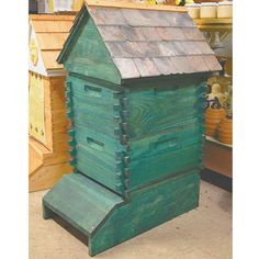 Queen Right Colonies' Attractive Lincoln Log Beehives - This is it! The one I want.