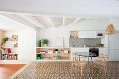Rénovation d'un appartement de 45 m2 sous les toits à Barcelone par Oriol Garcia…