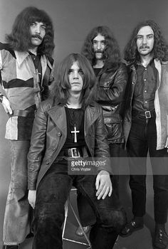 black-sabbath-1970-tony-iommi-ozzy-osbourne-geezer-butler-bill-ward-picture-id84205683 (690×1024)