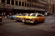 A Lot Has Changed in 35 Years – 27 Amazing Photographs That Capture Street Scenes of New York in 1980 Visit New York City, New York S, New Condo, City Scene, New York Travel, Old Photos, United States, Nyc, Cars