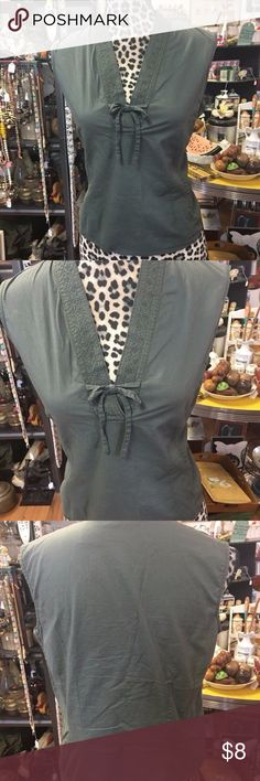 """White-Stag-100-Cotton-Olive-Green-Sleeveless Olive green cotton pullover top  Bust 34""""  Shoulder to hem 21"""" White Stag Tops Crop Tops"""