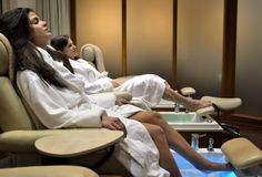 The Bungalows at Terranea offers 10% off spa treatments and salon service.