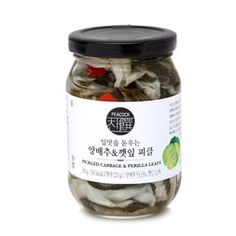 [피코크] 양배추&깻잎 피클 Salad Box, Jar Packaging, Food Box, Living Room Kitchen, Package Design, Recipe Box, Pickles, Label, Branding