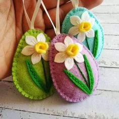 Felt easter decoration, felt egg with daffodil flower, Easter flower eggs, Easter ornaments, choice of color - 1 egg by DusiCrafts on Etsy https://www.etsy.com/listing/203568619/felt-easter-decoration-felt-egg-with #feltflowers
