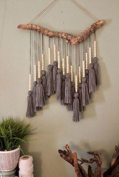 Diese hängende Quaste Makramee aus Treibholz verleiht Ihrer Wand eine Textur und verlei ...
