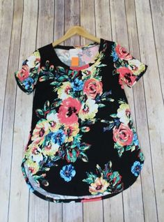 Full of Grace Black Floral Round Neck Tee Boutique Clothing, Fashion Boutique, Spandex Shorts, Spring Tops, Spandex Material, Short Sleeve Tee, Floral Tops, Super Cute, Tees