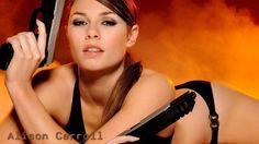 Imagem de referencia para o primeiro desafio de vetorização foto-realistica de uma pessoa... Alison Carroll a musa do Tomb Raider Underwrold