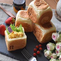 ころんと可愛くてつい作りたくなる♡「#キューブパン」のレシピ&アレンジ集 - LOCARI(ロカリ) Cute Food, Good Food, Yummy Food, Japanese Bread, Sweets Recipes, Desserts, Sweet Buns, Mini Foods, Food Design