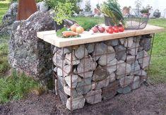 build a simple outdoor kitchen bench! Almost free! Diy Garden Decor, Garden Art, Gabion Wall, Outdoor Living, Outdoor Decor, Garden Bridge, Backyard Landscaping, Garden Furniture, Outdoor Gardens