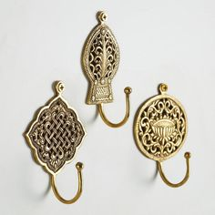 Secure these ornate medallion-shaped wall hooks near the door to hold your keys, sweater or accessories. Crafted in India of brass with an antiqued finish, they make for eye-catching and extra functional decor. Furniture Hardware, Bathroom Furniture, Pipe Furniture, Furniture Vintage, Furniture Design, Antique Brass Door Handles, Decorative Wall Hooks, Puja Room, Antique Decor