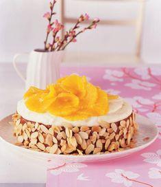 Das Rezept für spanischen Mandelkuchen - mit Orangencreme und Orangenfilets verziert.