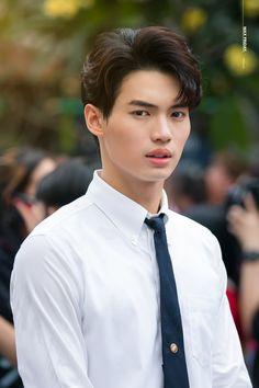 Cute Asian Guys, Kdrama Actors, Win My Heart, Asian Actors, Beautiful Boys, Nerd, Wattpad, Snowball, Boyfriends